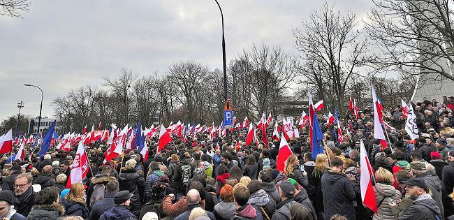 Polonia verso l'autoritarismo? Sulla riforma giudiziaria del governo polacco